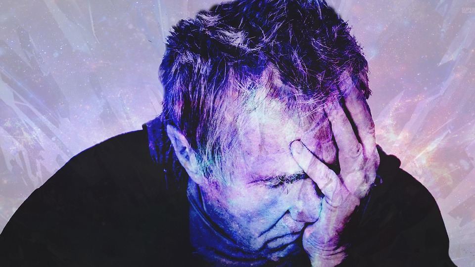 bolesť, starší muž