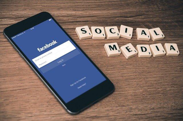 Facebook prináša transparentné reklamy
