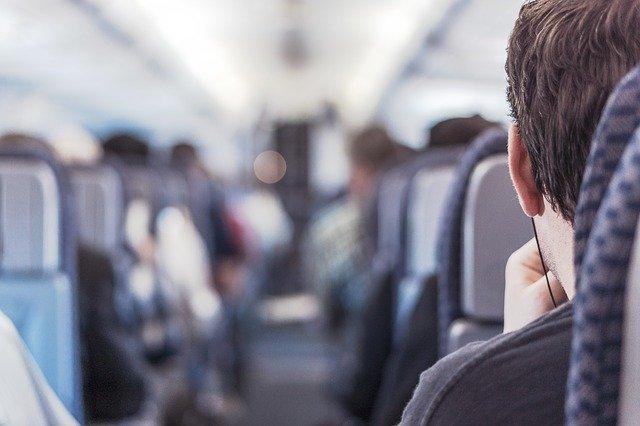cestujíci v letadle.jpg