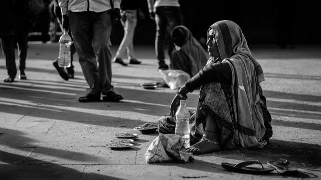 bezdomovkyňa na ulici.jpg