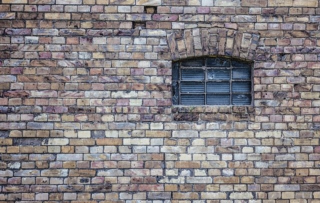 Detail na dom obložený kameňom